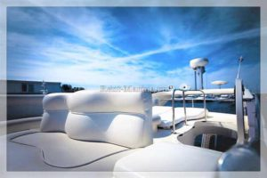 Яхта Azimut 42 fly палуба
