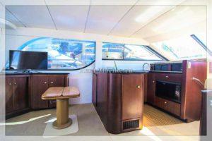 Яхта Bayliner 37 Meredian салон