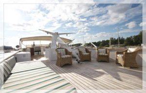 яхта Broward палуба