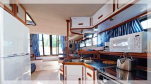 яхта Carver 32 кухня