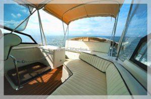 яхта Carver 32 диван на палубе