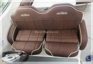 катер Chaparral 29 диван