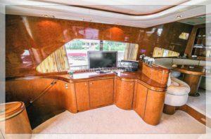 яхта Elegance 65 барная стойка