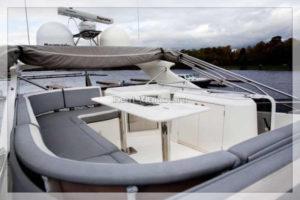 яхта Galeon 640 диван на палубе