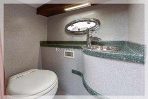 катер Liberty туалет