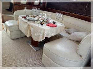 Яхта Princess 42 фуршет