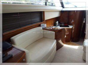 Яхта Princess 42 диван