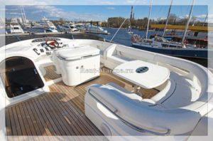 Яхта Princess 65 палуба