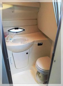 Катер Bayliner 245 туалет