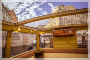 катер Византия стеклянная крыша